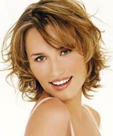 Woman short layered hairstyle with lightly wavy jpg