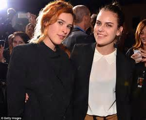 rumer willis reveals shaved hairstyle days after sister tallulah tallulah willis shaves her head with a pair of clippers