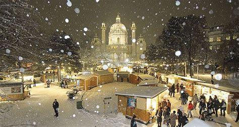 weihnachtsbaum wien weihnachts highlight adventmarkt am wiener karlsplatz