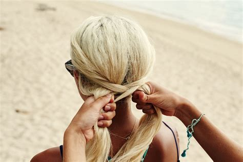 over lap hair get the look kelia s fishtail braid roxy