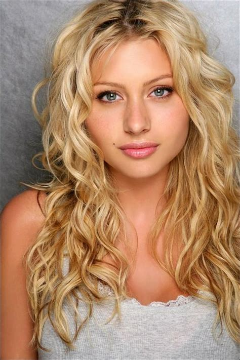 hairstyles for long blonde curly hair long blonde curly hair style cool curly hair