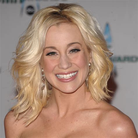 Kellie Pickler Hairstyles by Kellie Pickler Medium Wavy Hairstyle Formal Awards