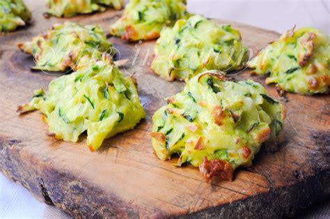 cucinare con il forno frittelle al forno con zucchine e patate veloci
