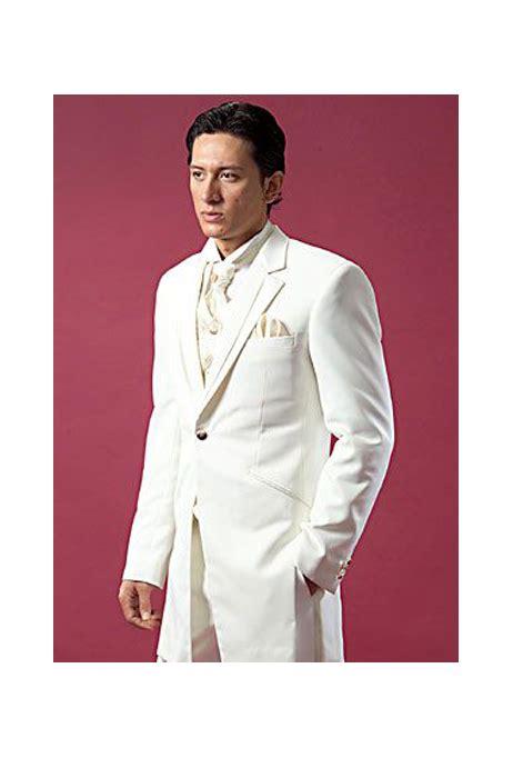Jas Ventlee model jas pengantin berwarna putih untuk prosesi