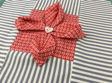 origami folded flower design quilt origami flower quilt block favequilts com