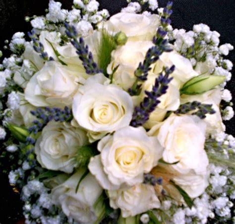 fiori recisi nomi matrimonio con bianche lavanda limoni e spighe di
