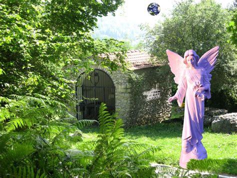 nel giardino degli angeli statue ambientate nel xx secolo