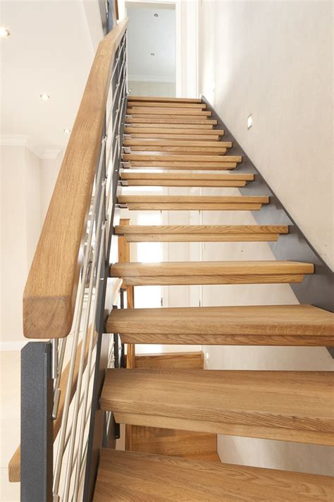 treppe handlauf innen 1 4 gewendelte hpl treppe mit stufen und handlauf in der