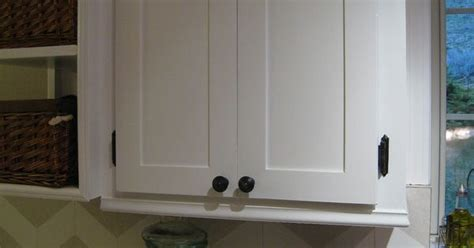 Redoing Kitchen Cabinet Doors Easypeasy Cabinet Door Redo She Filled In The Routed Arches In Outdated Doors And