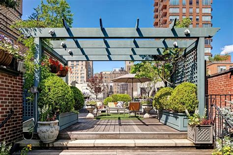 Apartments In New York 2000 Inspired Manhattan Apartment Showcases Dashing Color And