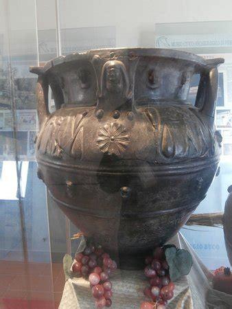 vasi di bucchero magnifico vaso in bucchero foto di museo civico