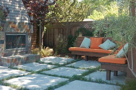 outdoor living spaces with water feature and greens living green in outdoor spaces buildipedia