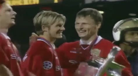 wallpaper gif manchester united manchester united beckham gif find share on giphy