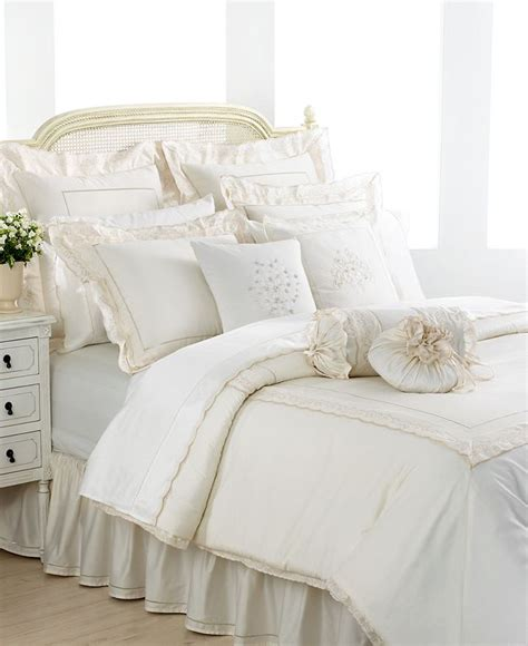 bedroom throw pillows 21 must see white bedroom ideas for 2014 qnud