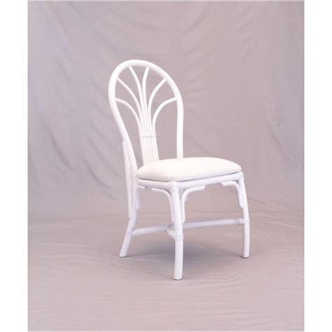 chaise blanc chaise en rotin coloris blanc et forme arrondie