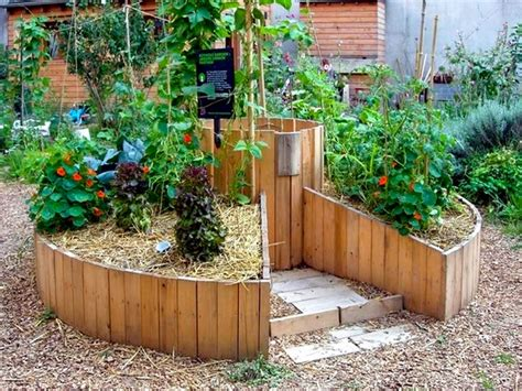 Herb And Vegetable Garden Ideas Keyhole Garden Design Raised Bed Gardening Ideas