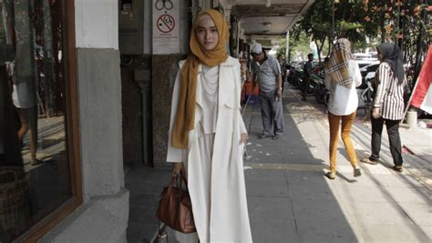 blogger top indonesia hijab fashion is so popular in indonesia non muslim