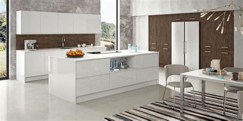 white modern kitchen   twist