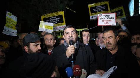 istanbulda bir grup sueruecue trafik sigortasini protestosu etti