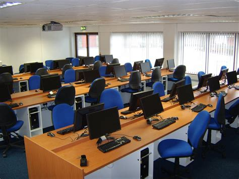 Meja Komputer Laboratorium lab komputer ideal tik smp muhammadiyah 9 yogyakarta