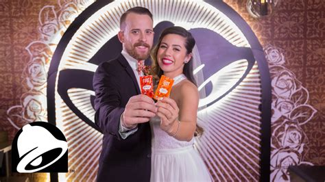 couple wedding photos at taco bell video now you can get married at taco bell in las vegas