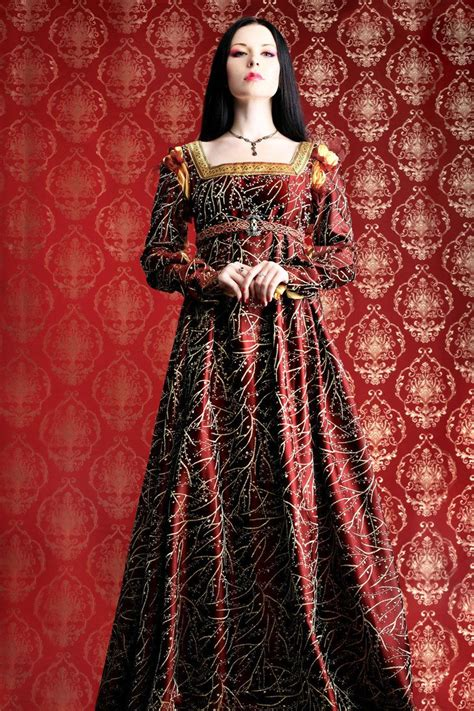 tudor clothing dress to impress not sure of the source but the gown is beautiful dress to impress