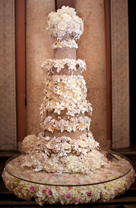Big Wedding Cakes Pictures by 10 Wedding Cakes That Almost Look Pretty To Eat Huffpost