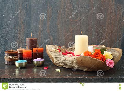 composizione con candele composizione con le candele immagine stock