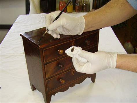 dipingere mobili legno come colorare il legno dei mobili mordente o anilina