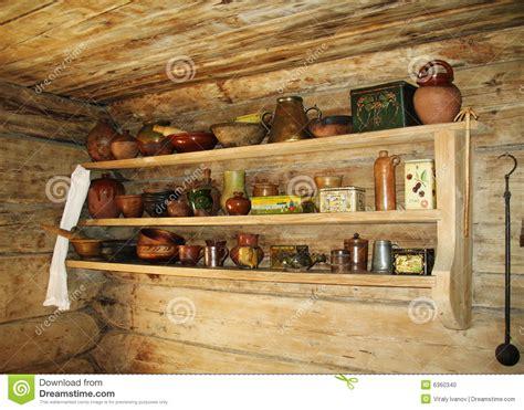 mensola antica mensola antica per gli utensili della cucina fotografia