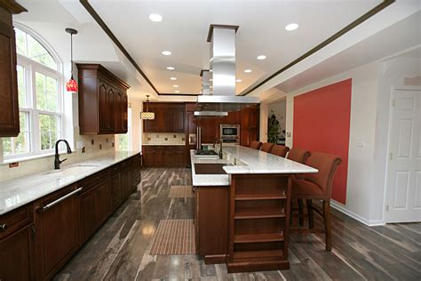cherry cabinets with wood floors kitchen floors with cherry cabinets www redglobalmx org