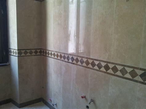 bagno in marmo travertino foto bagno con rivestimento in marmo si travertino de