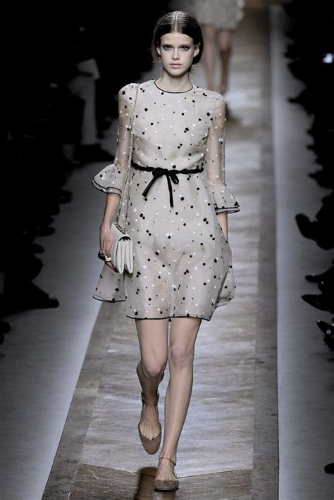 Frock Horror Of The Week Catwalk 8 by Valentino 2011 Ready To Wear Collection Photos Vogue