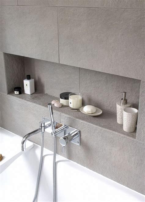 Badezimmer Fliesen Nische by Nische Im Badezimmer Mit Fliesen Grau Fliesen