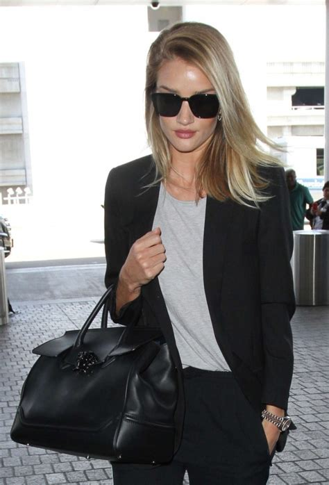 babybauch le rosie huntington whiteley at los angeles international airport