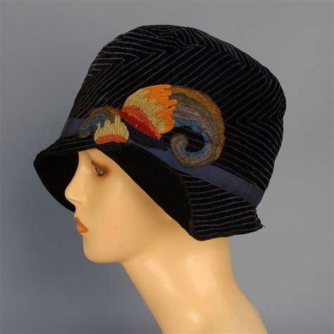strumming pattern black velvet band cloche hat 1920 s black velvet having blue linear