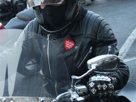 Sarung Tangan Polisi aturan baru pemotor wajib menggunakaan sarung tangan atau