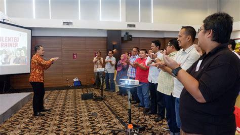 Speaking Yang Menyihir presentasi membangun chemistry pelatihan speaking