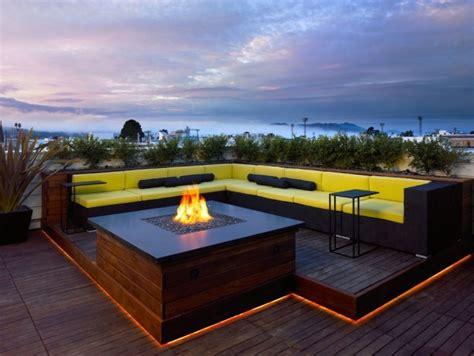 feuerstelle dachterrasse indirekte beleuchtung terrasse dach led leisten stufe