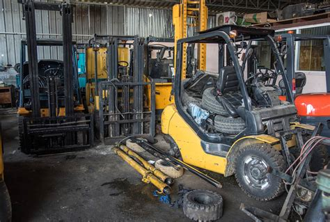 Forklift Mechanic by Is It Time To Replace Your Forklift H F Lift Trucks