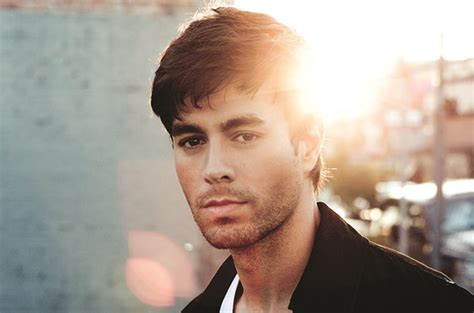 biography of pitbull in spanish enrique iglesias teases his new song duele el corazon