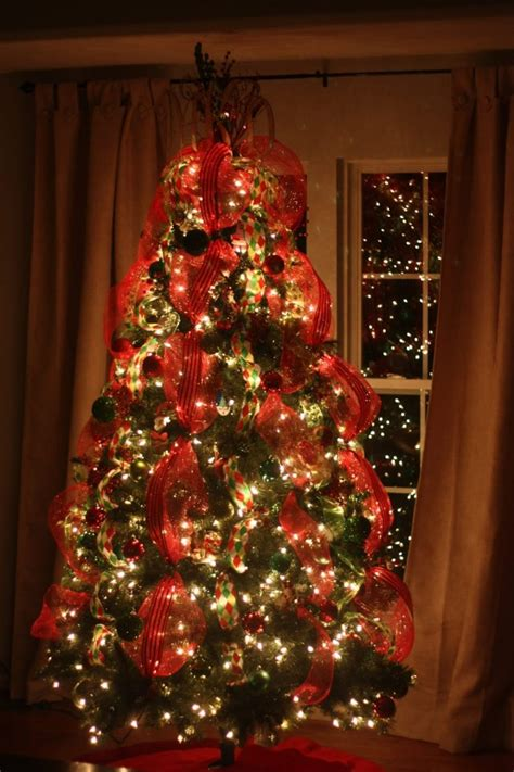 decoratingthe tree garland top how to decorate your tree with tulle billingsblessingbags org