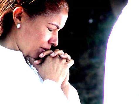 imagenes mujeres orando a dios mujer orando imagui