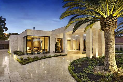 Imposing Luxurious Modern Mansion in Melbourne Wearing Contemporary Style   Homesthetics