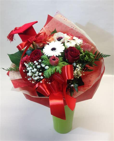 bouquet di fiori per laurea bouquet fiori laurea consegna a domicilio fiori a