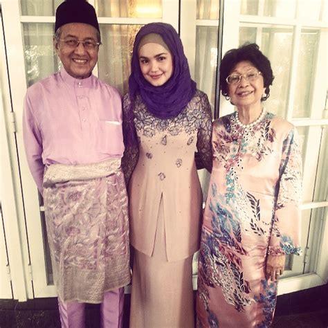 Baju Raya Jaman Dulu rayacelebs surihani and hubby yusry spot matching