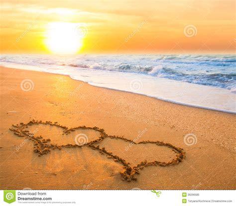 imagenes de corazones en la playa dos corazones en la arena de la playa