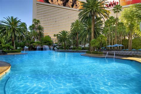 las vegas hotels with pool in room the mirage hotel casino designer travel