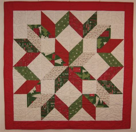 pattern for a christmas quilt pin by hillary hamman on i can make that pinterest