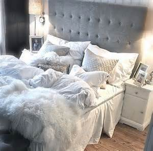 Gray And White Bedroom by 25 Best Ideas About Cozy White Bedroom On Pinterest